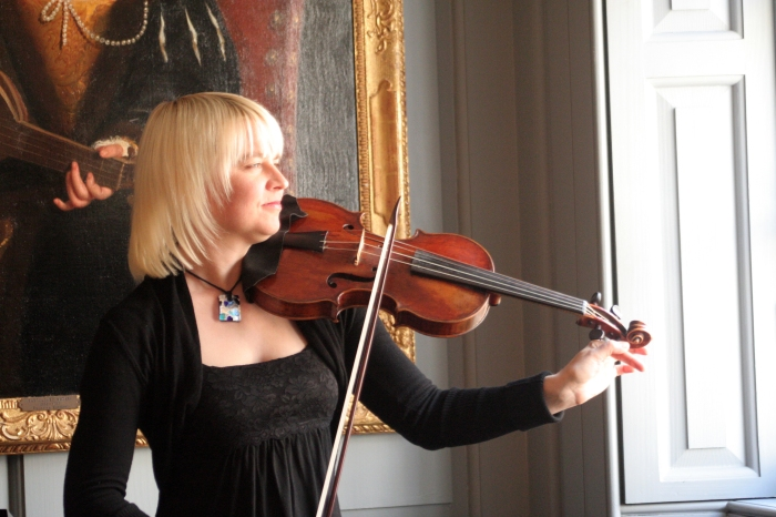 Julia Wedman playing her Jakobs violin at Handel House in London.